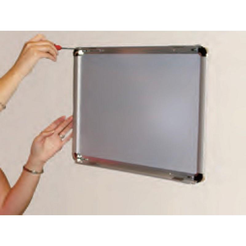 cadre vitrine en aluminium pour plan d vacuation. Black Bedroom Furniture Sets. Home Design Ideas