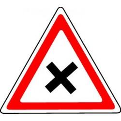 Intersection où le conducteur est tenu de céder le passage aux véhicules débouchant de la ou des routes situées à sa droite