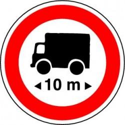 Accès interdit à tous les véhicules dont la longueur est supérieure au nombre indiqué